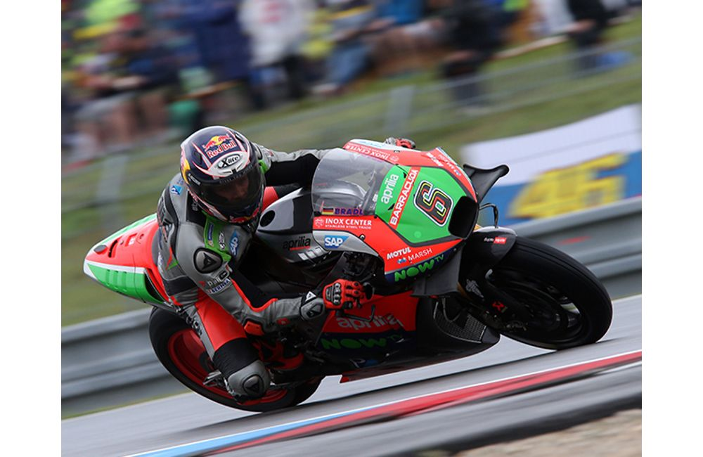 APRILIA IN THE POINTS WITH STEFAN BRADL_3