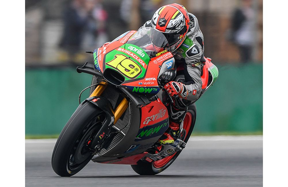 ‪MOTOGP - APRILIA TACKLES THE ICONIC SILVERSTONE‬ TRACK_0