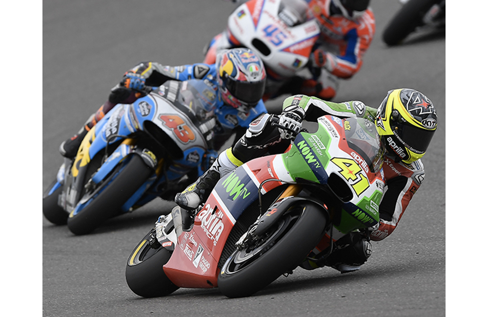 A CRASH RUINS ALEIX ESPARGARÓ'S CHANCES AT A GREAT PLACEMENT_0