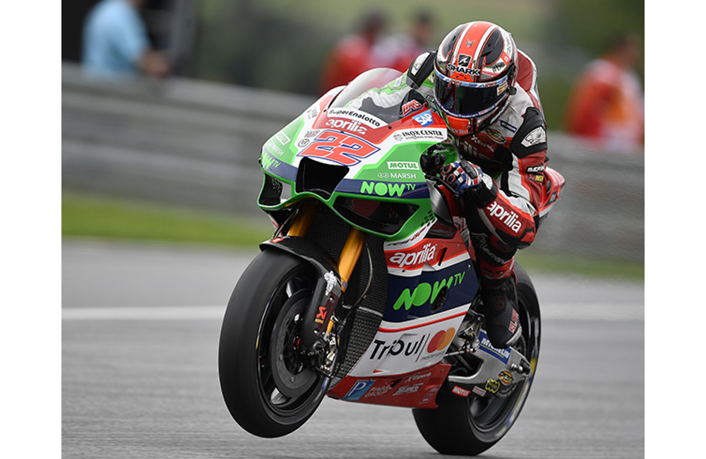 APRILIA RIDERS UNABLE TO FIND CONFIDENCE IN THE SOFT TYRE USED IN QUALIFYING_1
