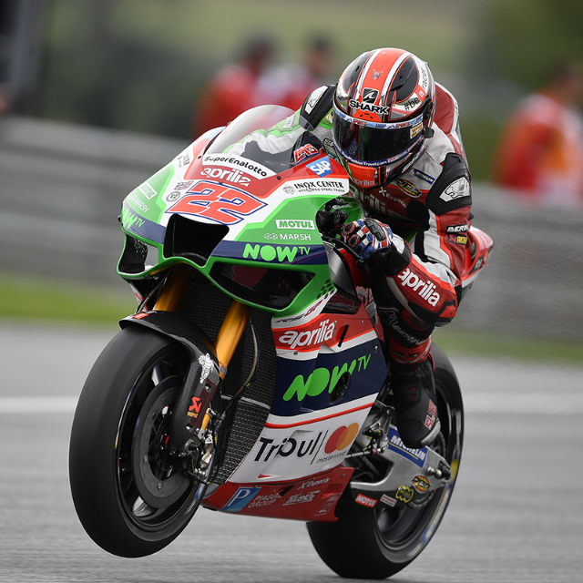 APRILIA RIDERS UNABLE TO FIND CONFIDENCE IN THE SOFT TYRE USED IN QUALIFYING_thumb