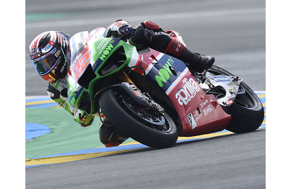 THE APRILIA MACHINES DO WELL IN THE WET AT LE MANS_0