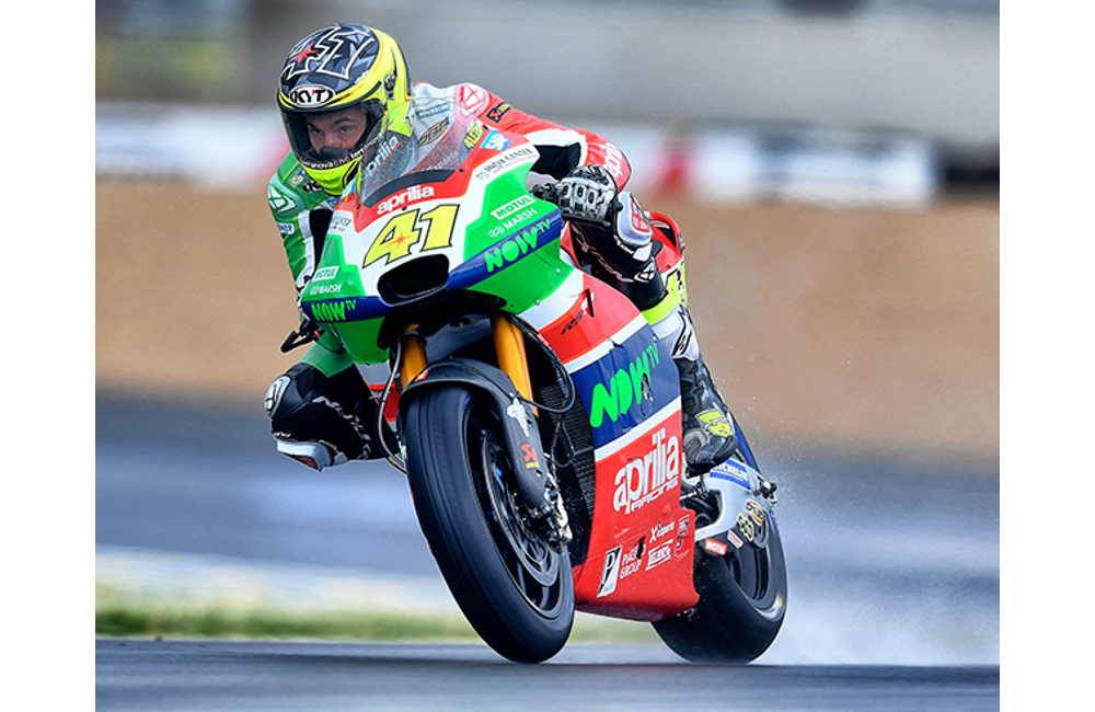 THE APRILIA MACHINES DO WELL IN THE WET AT LE MANS_1