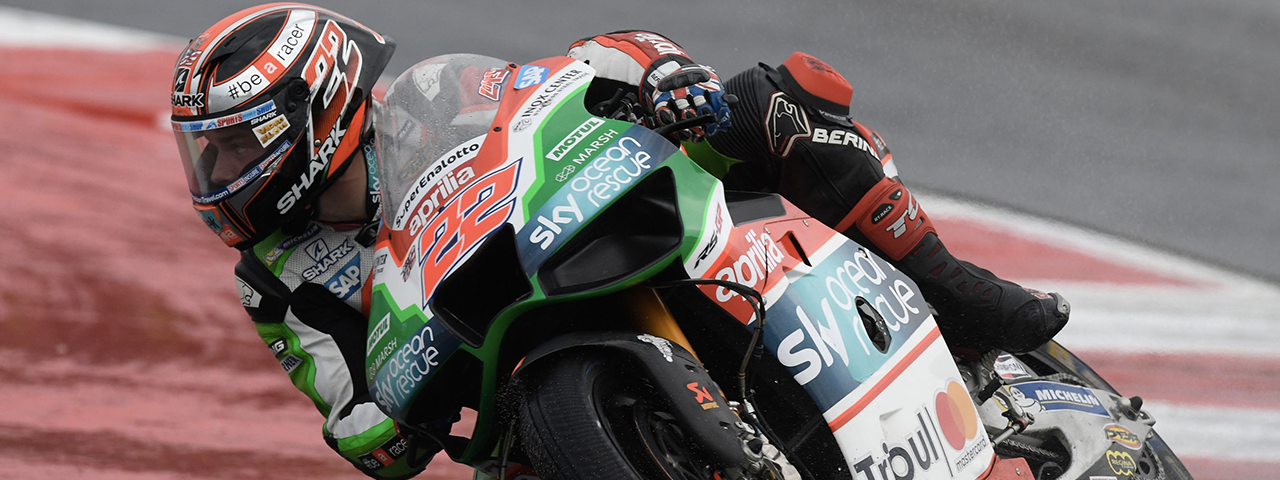 DOUBLE CRASH FOR ESPARGARÓ AND LOWES, BOTH WERE INTO THE TOP-TEN