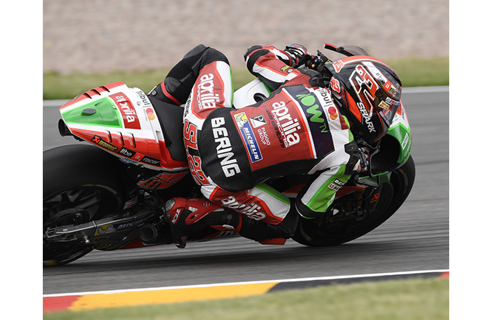 WITH EXCELLENT PERFORMANCE IN FREE PRACTICE ALEIX ESPARGARÓ GOES THROUGH TO Q2 AND RIDES HIS APRILIA TO THE THIRD ROW_1