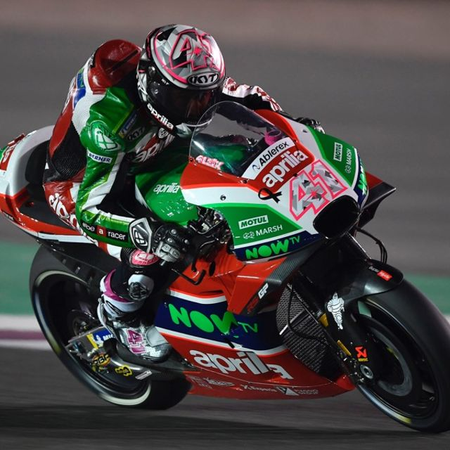 THE APRILIA RS-GP MACHINES DO WELL ON THEIR DÉBUT IN THE FIRST PRACTICE SESSIONS IN QATAR