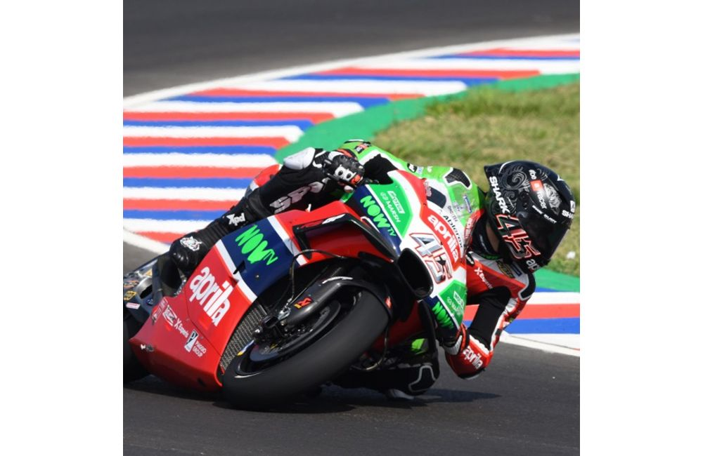 ARGENTINA, 1ST DAY OF PRACTICE. APRILIA TAKES BOTH RIDERS TO JUST OUTSIDE THE TOP TEN_0