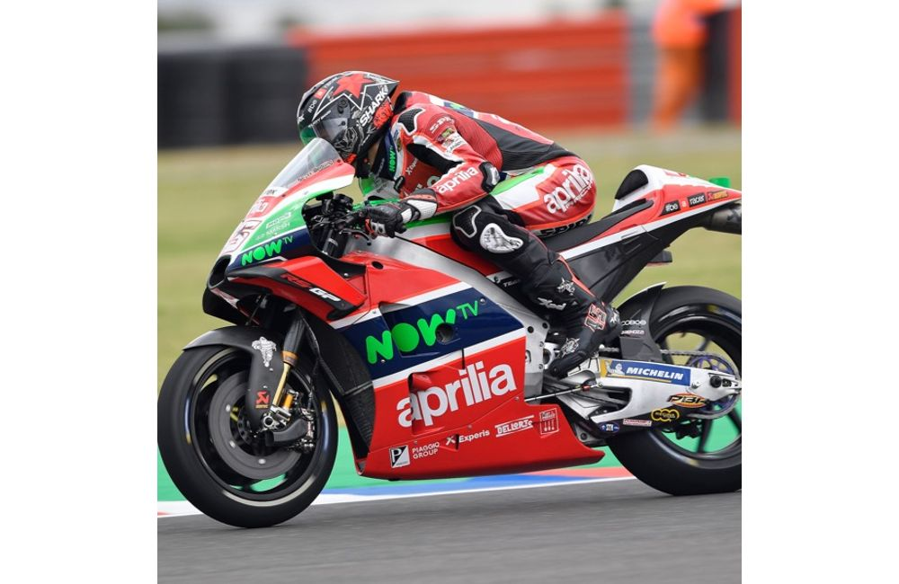ARGENTINA, 1ST DAY OF PRACTICE. APRILIA TAKES BOTH RIDERS TO JUST OUTSIDE THE TOP TEN_1