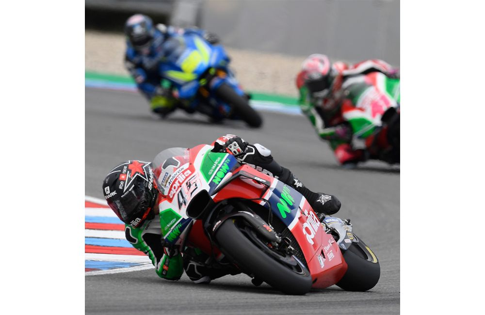 ALEIX ESPARGARÓ STRUGGLES BUT, CLAWING HIS WAY BACK FROM 24TH AT THE START, RIDES HIS RS-GP INTO THE POINTS_2