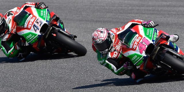 SEVENTH AND EIGHTH ROW AT MUGELLO FOR ESPARGARÓ'S AND REDDING'S APRILIAS_thumb