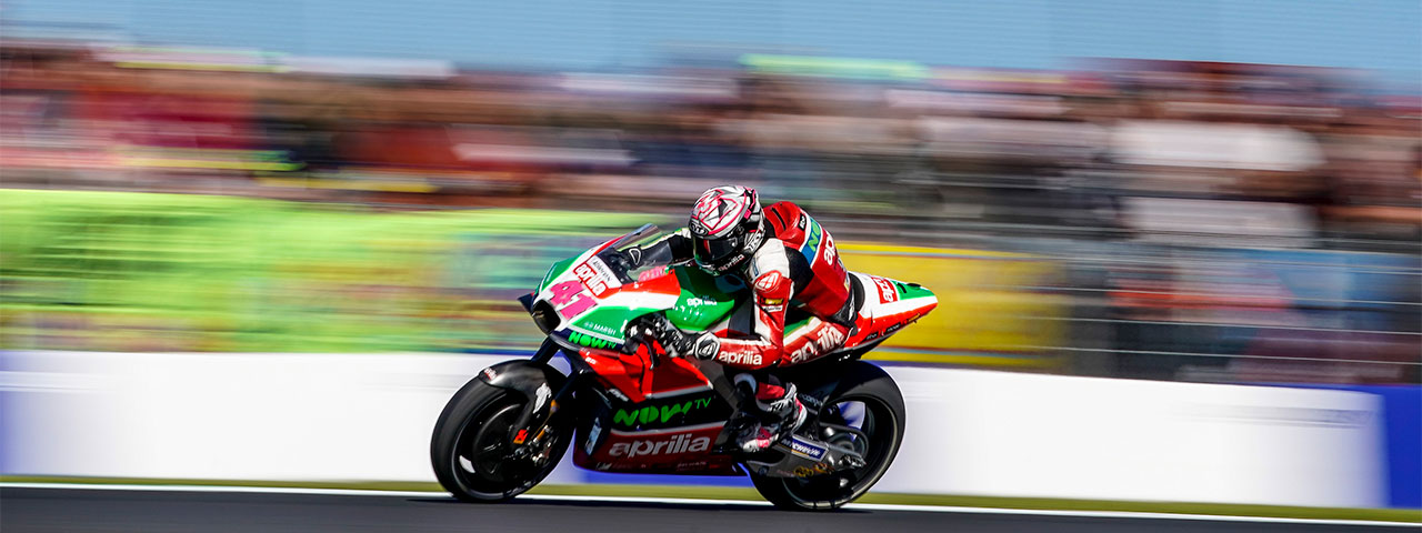 TWO APRILIAS IN THE POINTS AT PHILLIP ISLAND
