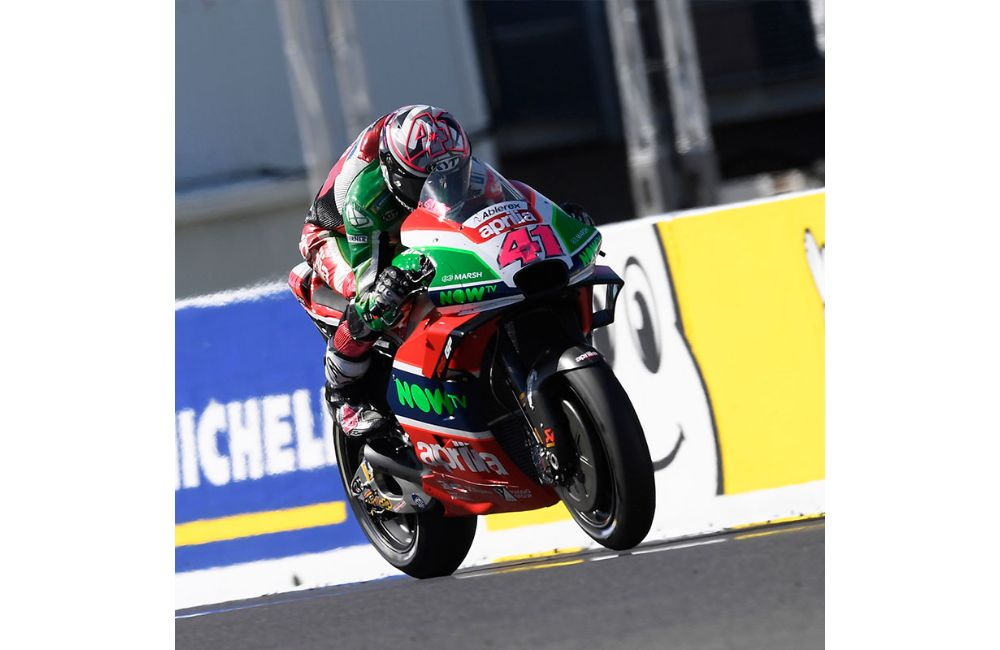 TWO APRILIAS IN THE POINTS AT PHILLIP ISLAND_0