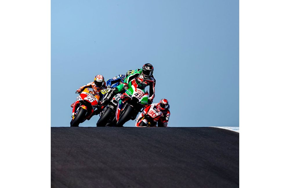 TWO APRILIAS IN THE POINTS AT PHILLIP ISLAND_2