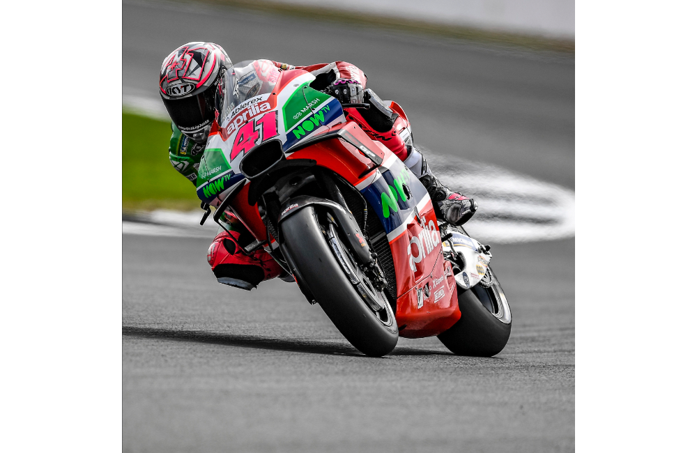 ESPARGARÓ 16TH AND REDDING 20TH AT THE END OF THE FIRST DAY OF PRACTICE AT SILVERSTONE_1