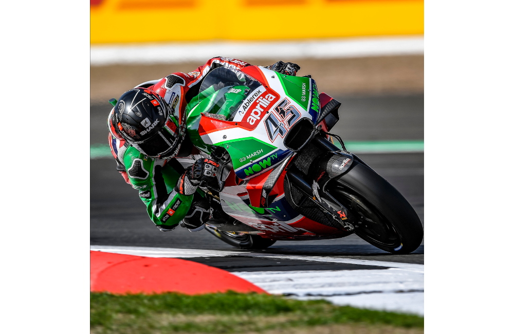 ESPARGARÓ 16TH AND REDDING 20TH AT THE END OF THE FIRST DAY OF PRACTICE AT SILVERSTONE_2