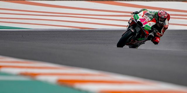 OUTSTANDING QUALIFIERS FOR APRILIA IN VALENCIA_thumb