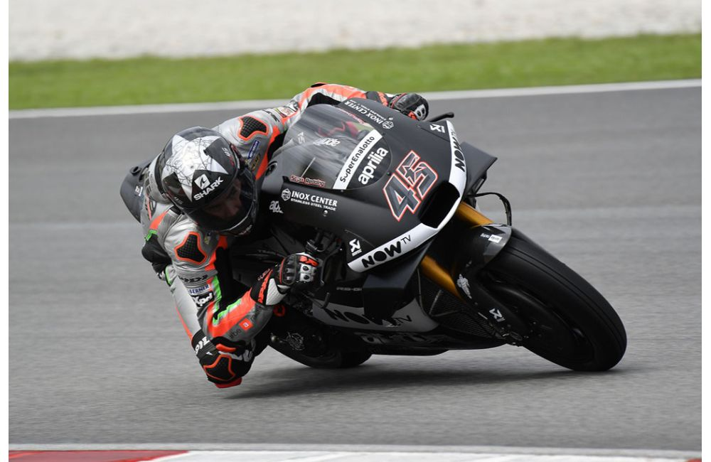 THE 2018 APRILIA RS-GP MAKES ITS TRACK DÉBUT IN SEPANG_1