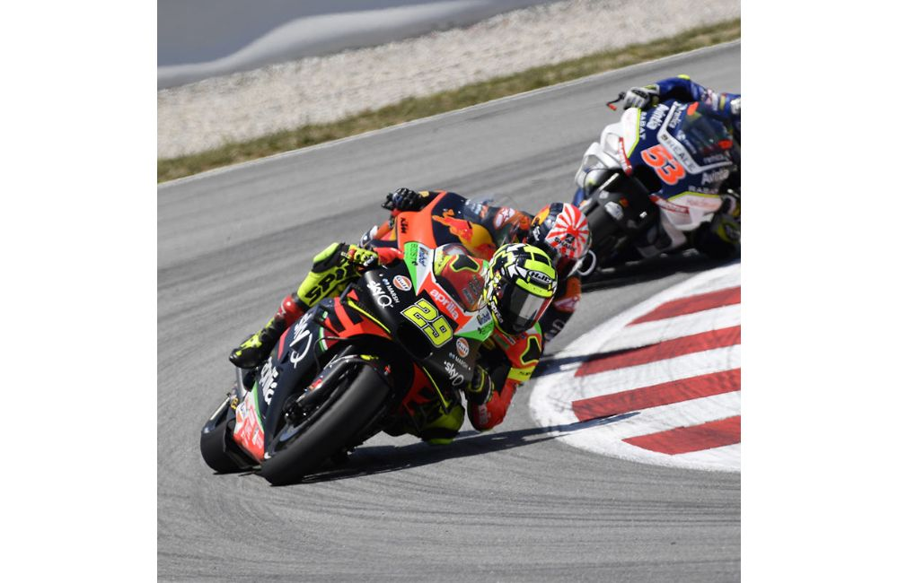 AN ACCIDENT TAKES ALEIX AND BRADLEY OUT OF THE RACE IN BARCELONA_2