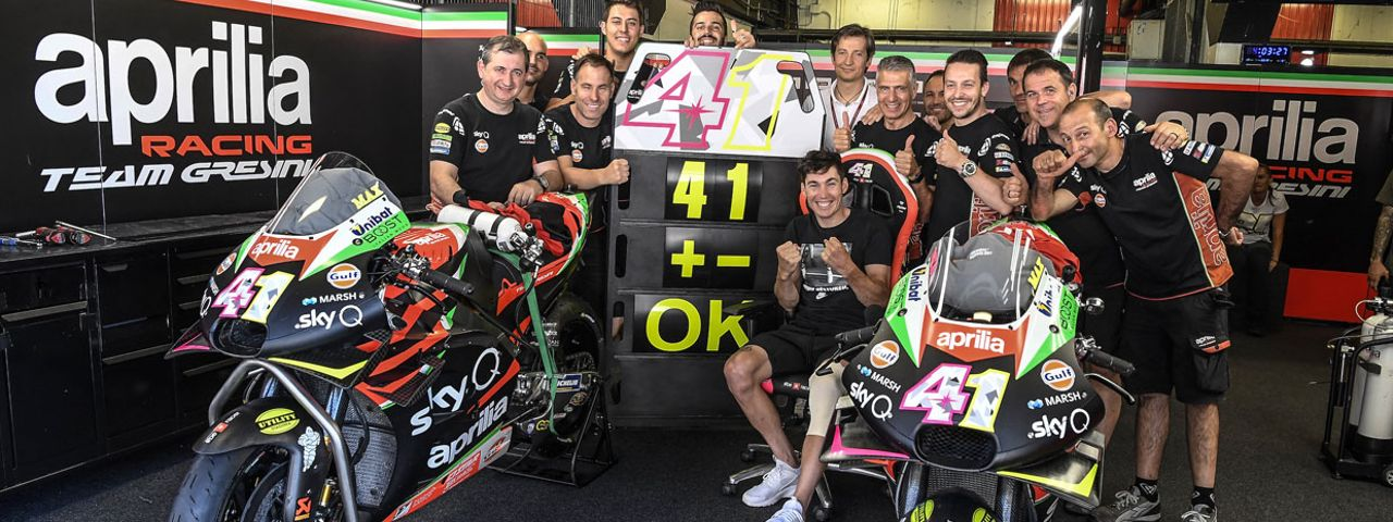 ALEIX ESPARGARÓ IN THE APRILIA GARAGE FOR THE BARCELONA TESTS