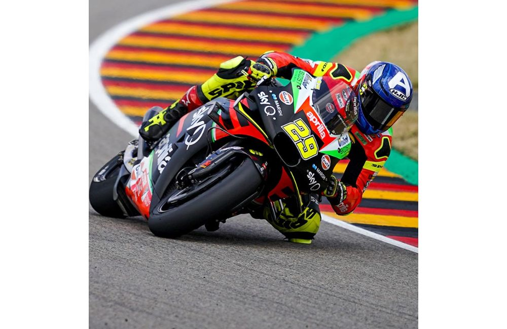 SATISFACTION AND REGRETS FOR APRILIA IN THE GERMAN RACE_0