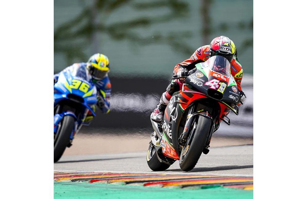 SATISFACTION AND REGRETS FOR APRILIA IN THE GERMAN RACE_1
