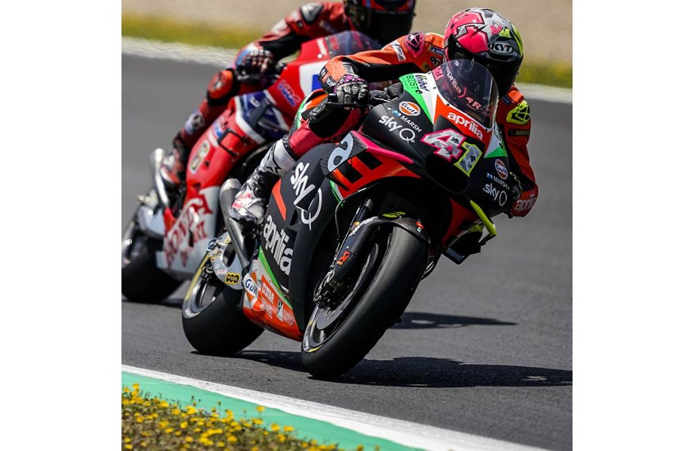 ONLY CONTACT WITH ANOTHER RIDER KEEPS ESPARGARÓ FROM A WELL-DESERVED TOP-10 FINISH_0
