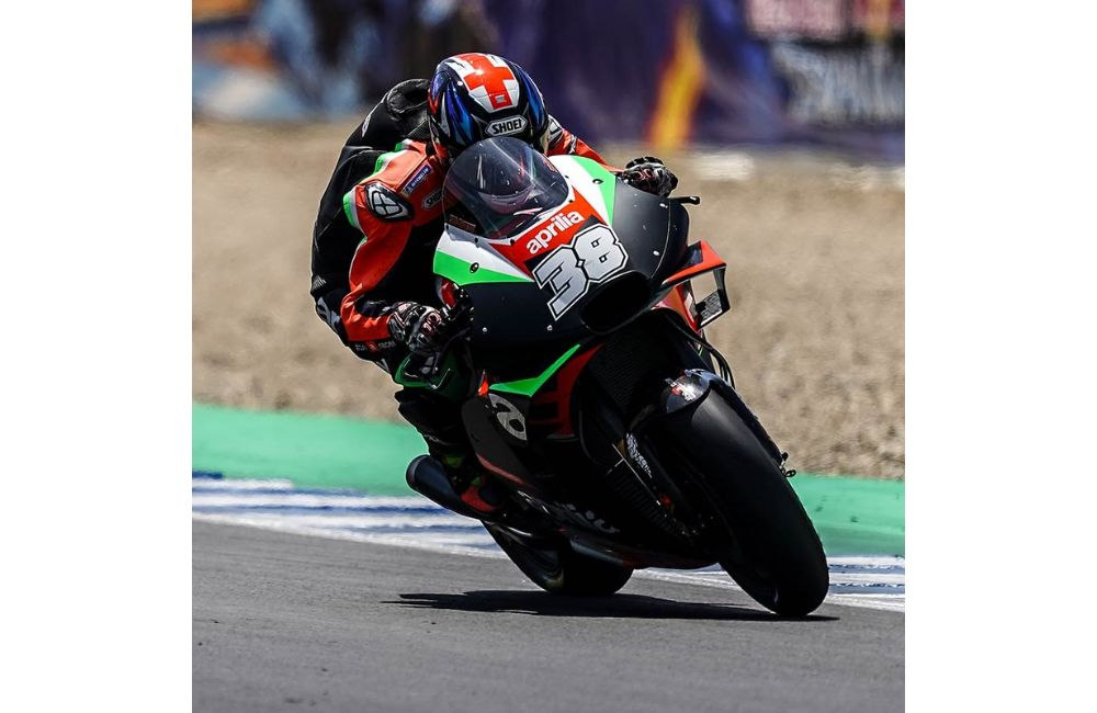 ONLY CONTACT WITH ANOTHER RIDER KEEPS ESPARGARÓ FROM A WELL-DESERVED TOP-10 FINISH_1