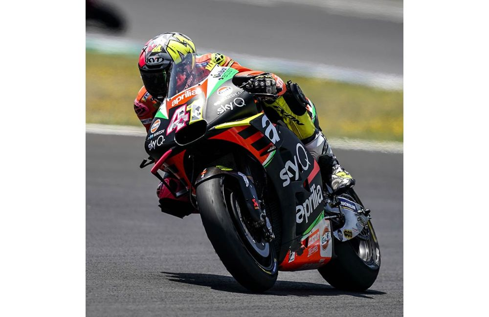 ONLY CONTACT WITH ANOTHER RIDER KEEPS ESPARGARÓ FROM A WELL-DESERVED TOP-10 FINISH_2