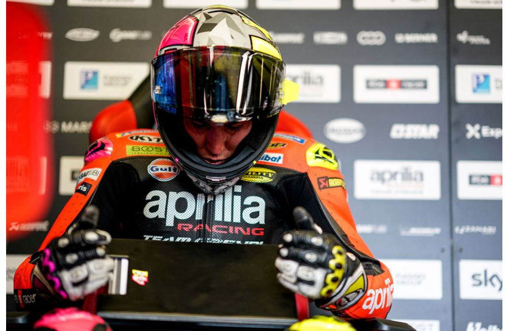 GOOD START FOR ALEIX WHO RIDES HIS APRILIA INTO THE TOP TEN ON THE FIRST DAY_0