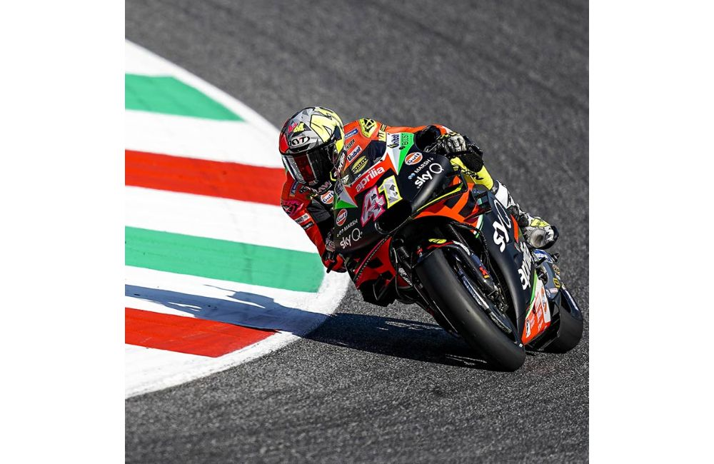 THE APRILIAS MAKE UP GROUND AND BOTH FINISH IN THE POINTS AT MUGELLO_0