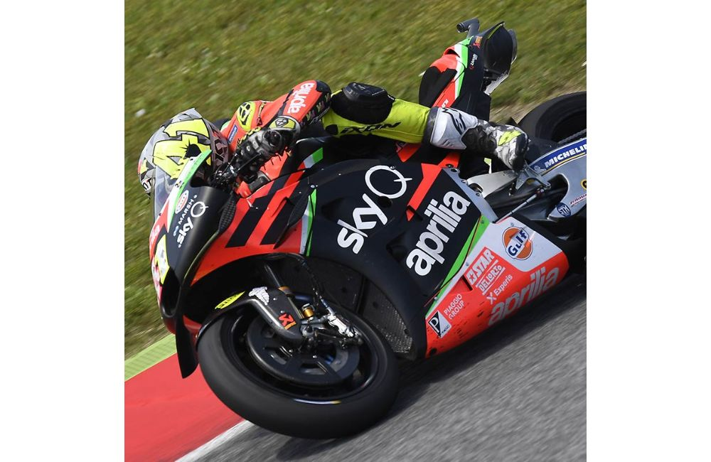 THE APRILIAS MAKE UP GROUND AND BOTH FINISH IN THE POINTS AT MUGELLO_2