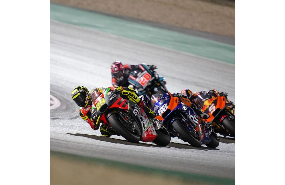 APRILIA BEGINS WELL - ALEIX IN THE TOP TEN STRAIGHT AWAY AND WITH A NARROW GAP BEHIND THE LEADERS_1