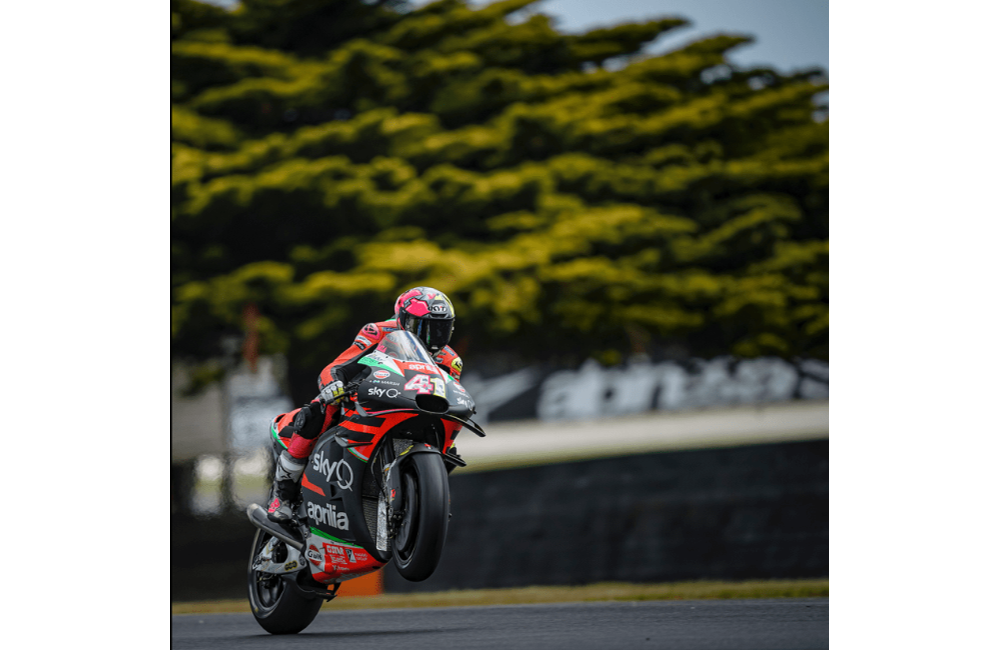 A GOOD FIRST DAY FOR THE APRILIA RIDERS ON PHILLIP ISLAND_0