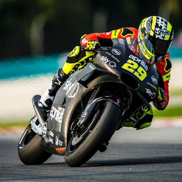 APRILIA RACING - SEPANG TESTS - DAY 1_thumb