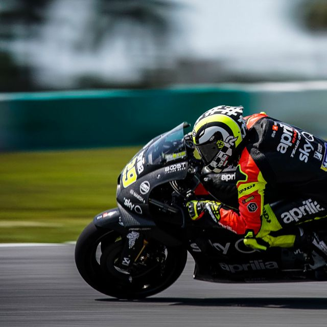 APRILIA RACING - SEPANG TESTS - DAY 2_thumb