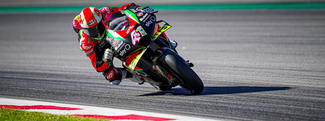 RIDERS STRUGGLE WITH TRACTION IN BARCELONA: ALEIX AND BRADLEY TRYING TO FIND GRIP