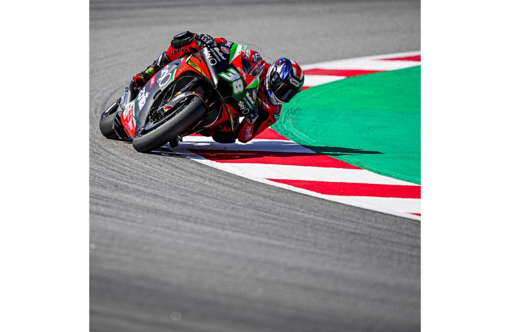 RIDERS STRUGGLE WITH TRACTION IN BARCELONA: ALEIX AND BRADLEY TRYING TO FIND GRIP_1