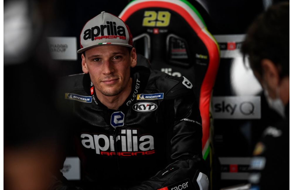 Lorenzo Savadori with Aprilia Racing_0