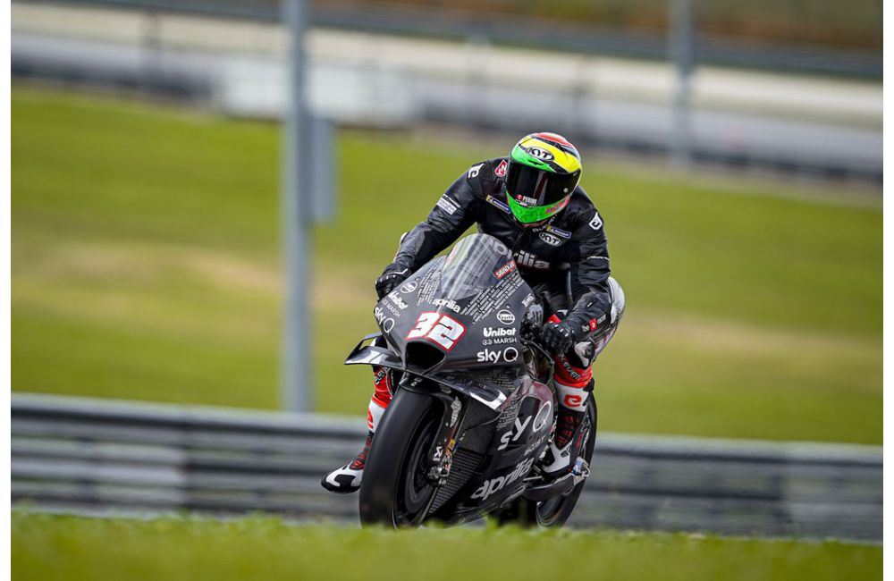 Lorenzo Savadori with Aprilia Racing_2