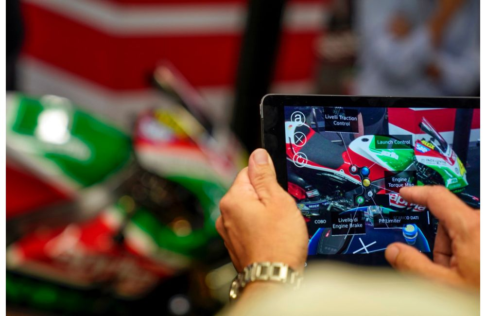 APRILIA RACING LEANS ON AUGMENTED REALITY AT MOTOGP TO MAINTAIN PEAK BIKE PERFORMANCE_2