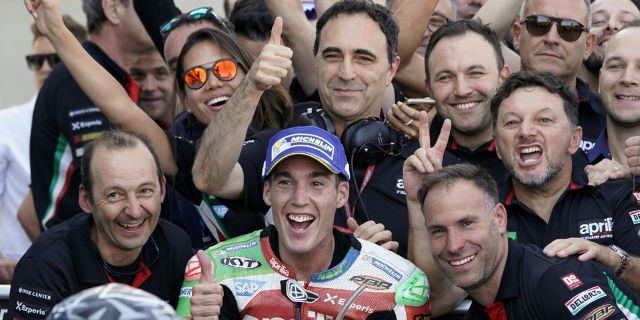 APRILIA RACING AND STARGRAPH BRING THE DIGITAL AUTOGRAPH TO VALENCIA MOTOGP_thumb
