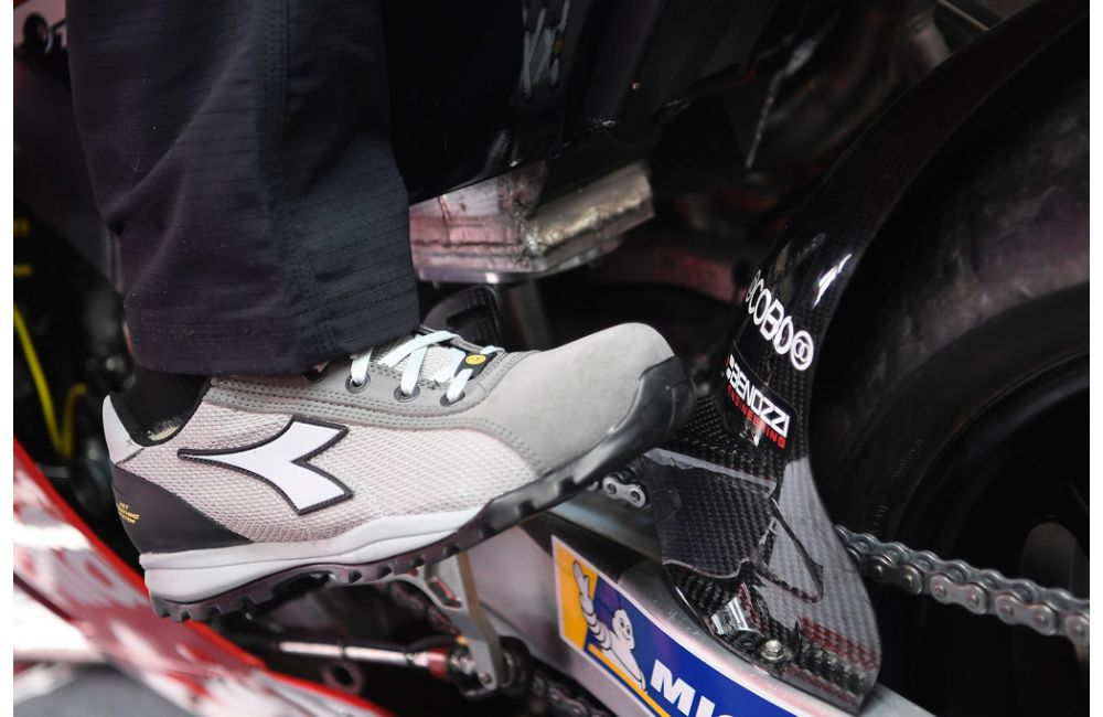 Aprilia Racing and Diadora_0