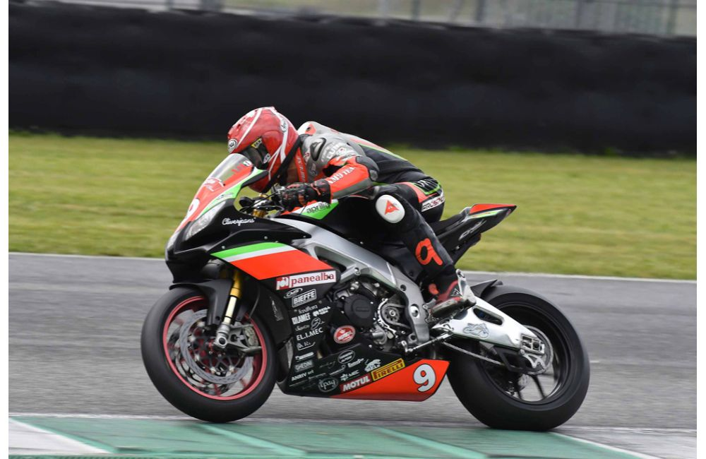 CIV - PODIUM FOR NUOVA M2 RACING WITH APRILIA RSV4 FW-STK_2