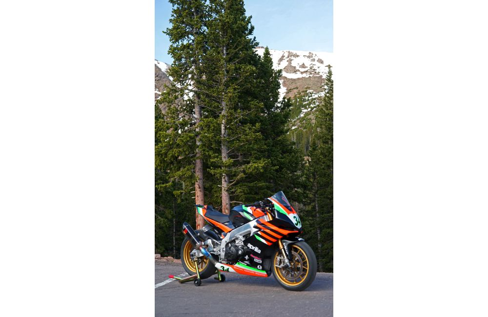 APRILIA EAGER TO TOP PIKES PEAK INTERNATIONAL HILL CLIMB_1