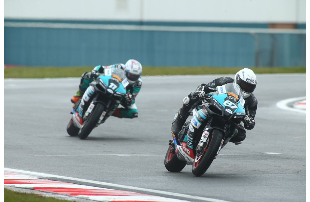 BRITISH CHAMPIONSHIP, REID AND COLLIER 'ONE-TWO' FOR EHA RACING APRILIA ON EASTER MONDAY_1