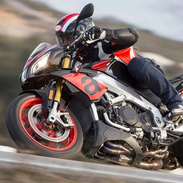 Cycle World: Tuono V4 1100 RR è la Best Standard Bike 2018_thumb