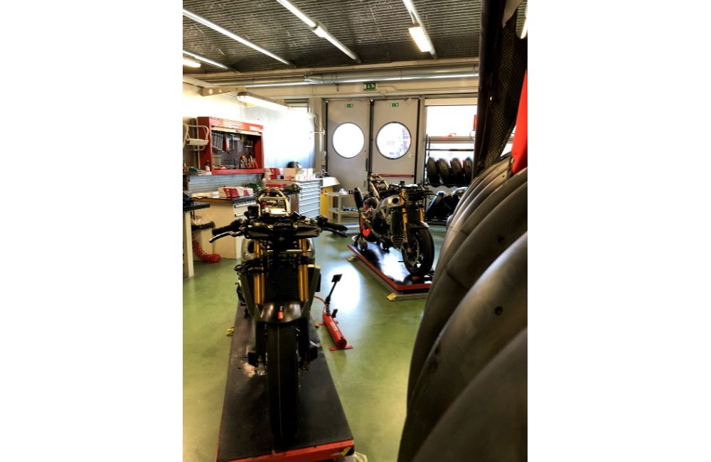THE 10 UNITS OF THE RSV4 X ARE TAKING SHAPE AT APRILIA RACING_1