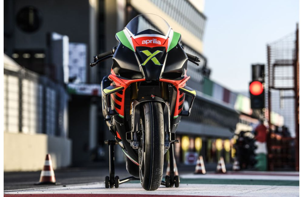 THE 10 UNITS OF THE RSV4 X ARE TAKING SHAPE AT APRILIA RACING_7