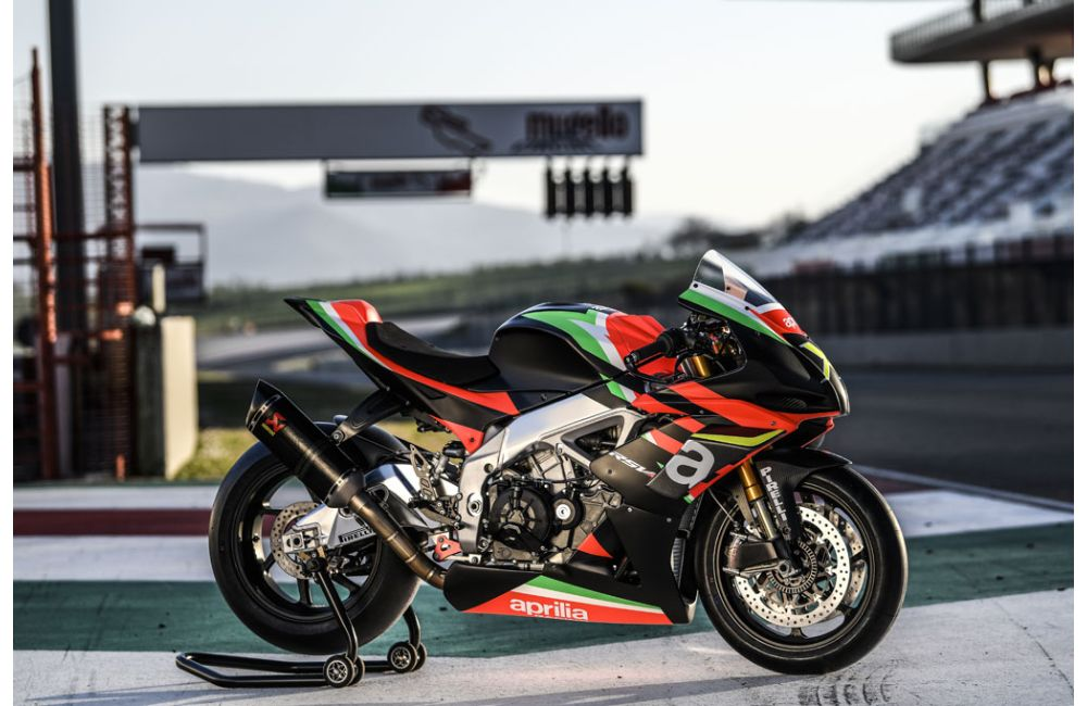 THE 10 UNITS OF THE RSV4 X ARE TAKING SHAPE AT APRILIA RACING_8