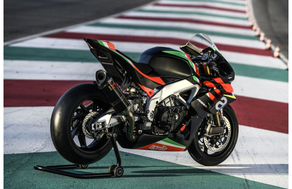 THE 10 UNITS OF THE RSV4 X ARE TAKING SHAPE AT APRILIA RACING_9